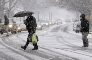 people-crossing-the-street-in-the-snow-winter-cold
